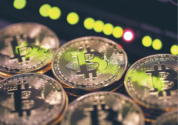 Kurs bitcoina w ub. czwartek ustanowił rekord, przekraczając 7 tys. dol. fot. Chris Ratcliffe/Bloomberg