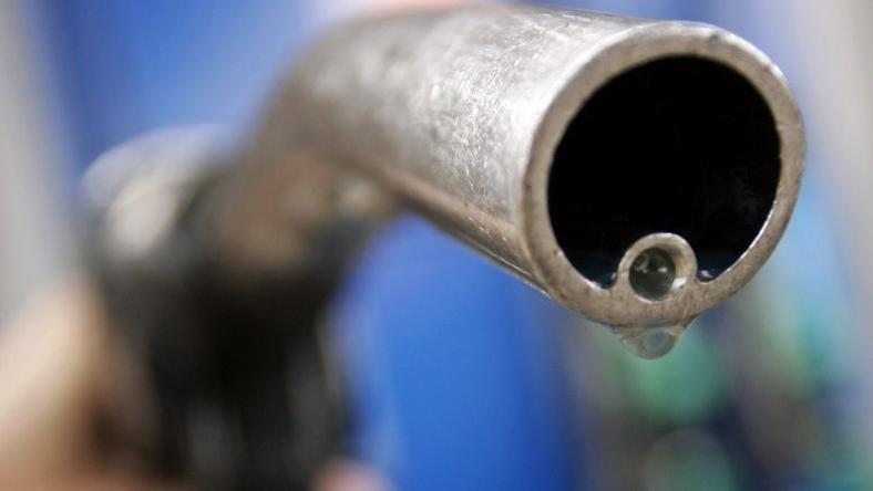 A motorist holds a fuel pump at a Gulf petrol station in London,  file. REUTERS/Luke MacGregor/File Photo