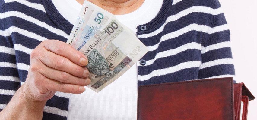 Matka spłaca kredyt za syna, a urzędnicy żądają... podatku od darowizny!
