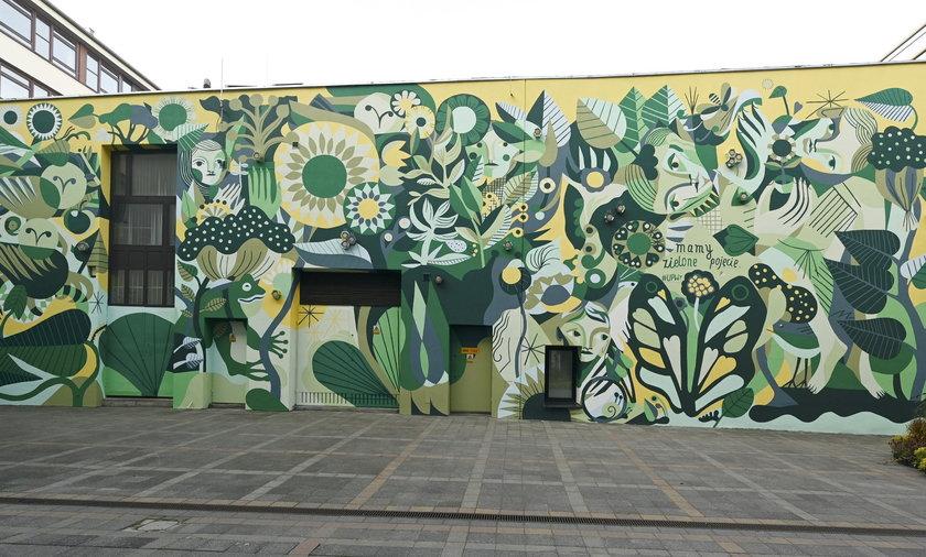 Żywy mural. Mural z pszczołami we Wrocławiu