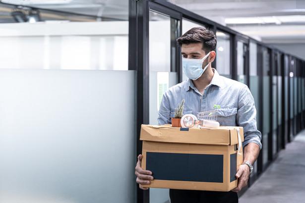 GUS podał również dane dotyczące liczby osób, które miały pracę, ale jej nie wykonywało w związku z pandemią