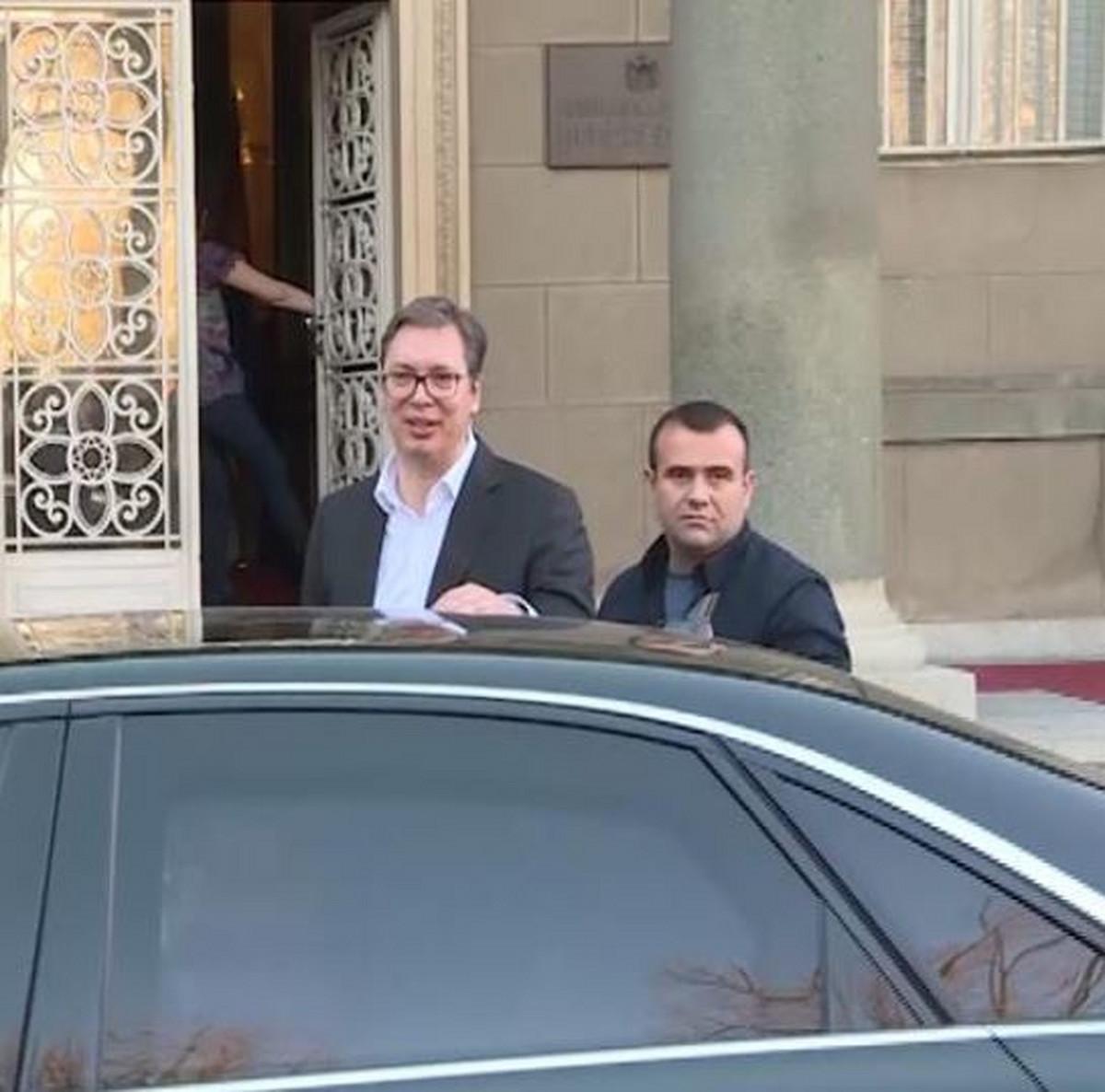 Vučić izašao iz Predsedništva, rekao okupljenima Nema ništa od toga... Želim vam sve najbolje VIDEO