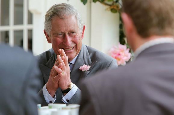 U senci sinovljeve popularnosti: većina Britanaca smatra da bi princ Vilijam bio bolj kralj
