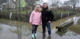 Mieli odwodnić teren. Po remoncie woda zalewa fundamenty domu!
