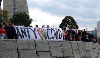 Manifestacje tzw. antycovidowców w różnych miastach Polski. Mandaty za brak maseczek, w Gdańsku policja użyła gazu pieprzowego