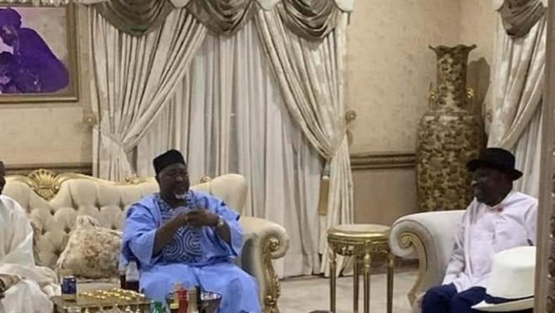APC chieftains visit former President Goodluck Jonathan at his home in Bayelsa state. [Twitter/@adeyanjudeji]