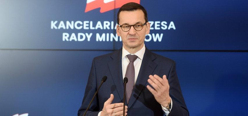 Premier obiecał wstrzymanie nagród, ale leją się szerokim strumieniem. Rozdali sobie 19 mln zł!