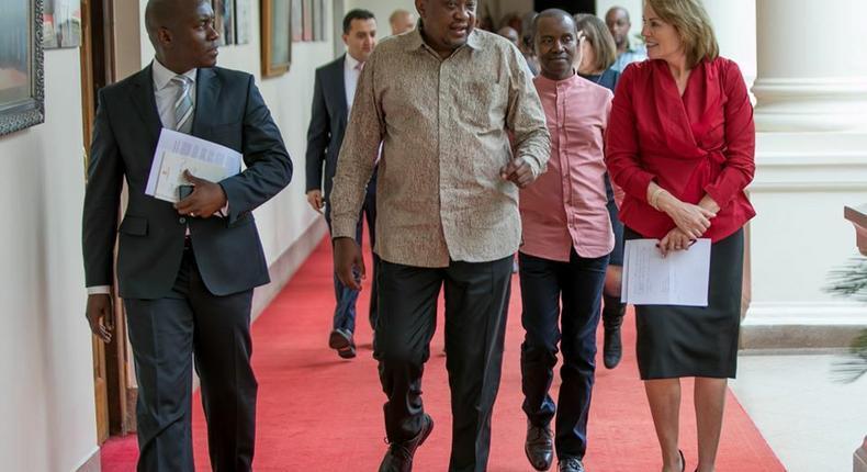 Kenyatta meeting with executive of Amazon Web Services in Nairobi (Facebook/State House Kenya)
