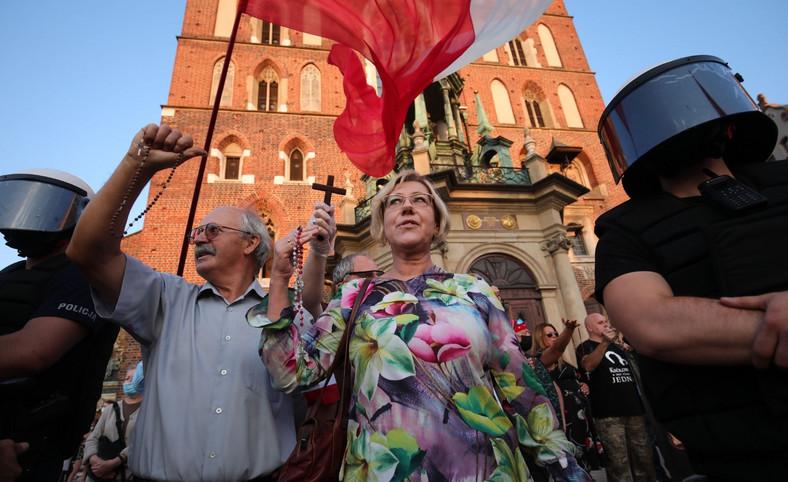 Kontrmanifestacja w czasie Marszu Równości w Krakowie