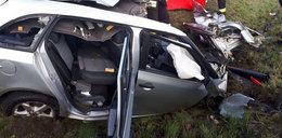Koszmarny wypadek koło Człuchowa. Kierowca osobówki nie miał szans