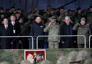 Prezydent na powitaniu wojsk NATO: Służycie na obcej, ale bratniej ziemi