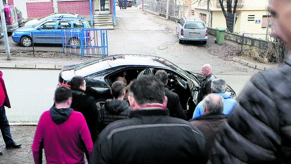 Jeličić je na sudu tvrdio da njega seksualno uznemirava veliki broj žena. Na pitanje advokata zašto to nije prijavio, rekao je da se stideo! Do kola ga je posle suda ispratila grupa pristalica