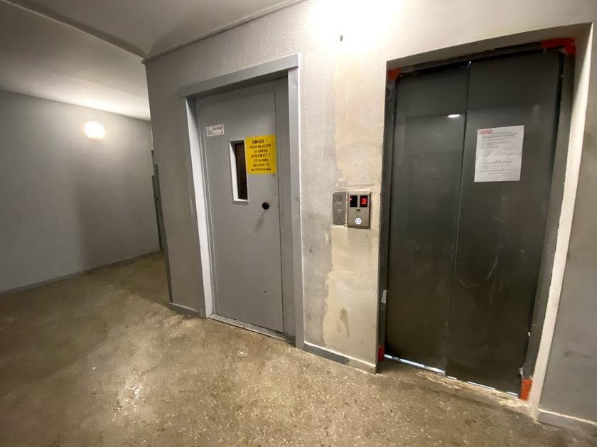 W wieżowcu urwała się winda