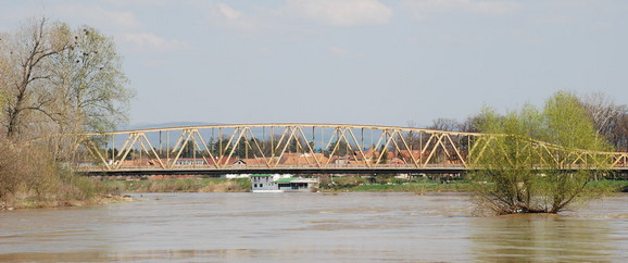 Umesto starog mosta, trebalo bi da bude izgrađen novi sa četiri saobraćajne trake