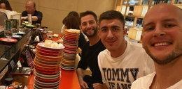 Bartosz Kurek zabrał kolegów na sushi. Siatkarze zagrają w Japonii w Pucharze Świata