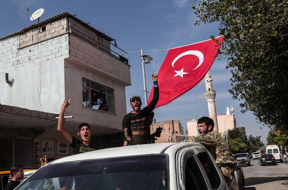 Sirijske snage blizu granice, u Sanliurfi