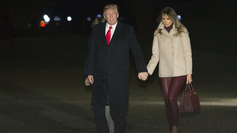 Melania Trump w skórzanych obcisłych spodniach i szpilkach wraca do Białego Domu