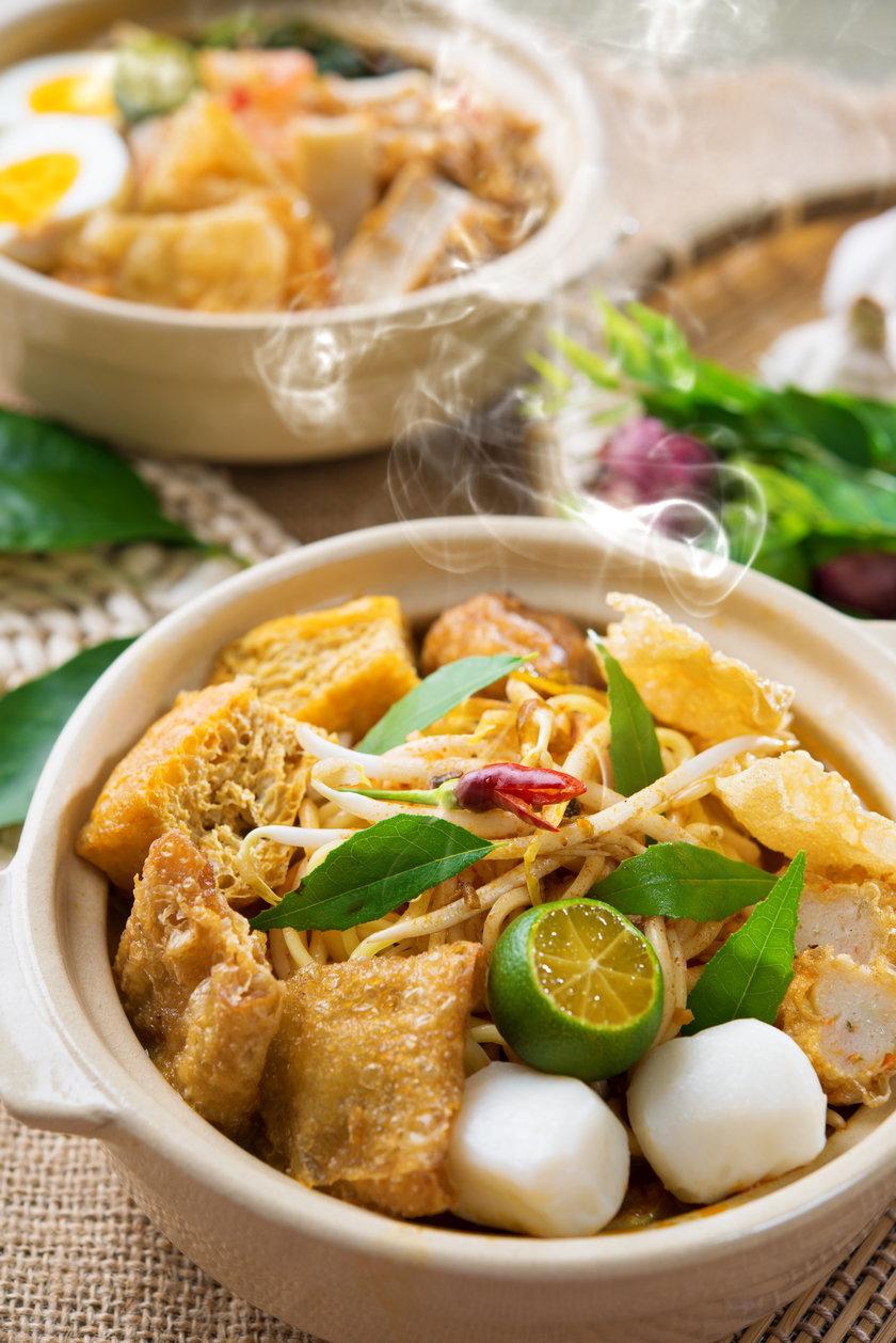 Kapsaicyna odpowiedzialna jest za typowe dla potraw z curry pieczenie i uczucie mrowienia podniebienia.To właśnie ten składnik pomoże nam przetrwać upały.