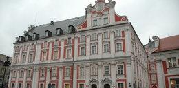 Zwiedzający urząd miasta w Poznaniu zobaczyli... FILM