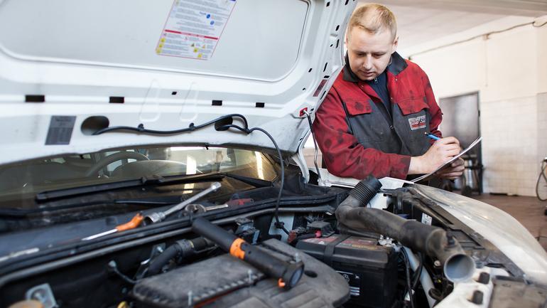 Czy auto na gwarancji można serwisować poza ASO?