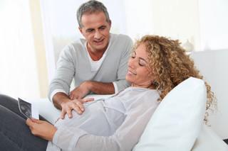 Ciąża to wprawdzie nie choroba, lecz skuteczniej chroni przed stratą pracy