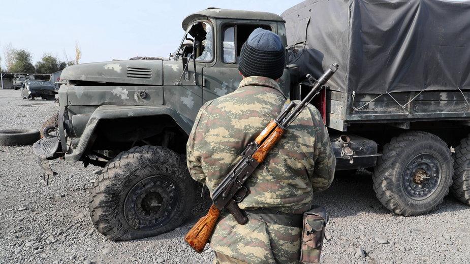 Azerski żołnierz w listopadzie 2020 r.