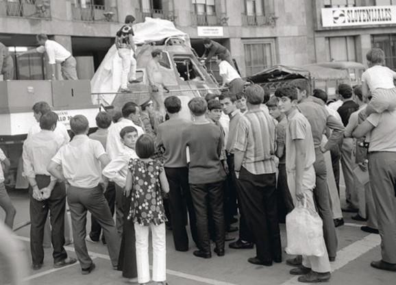 Apolo izložen na Trgu Marksa i Engelsa, današnji Trg Nikole Pašića (FOTO: Slobodan Dević / Večernje novosti)