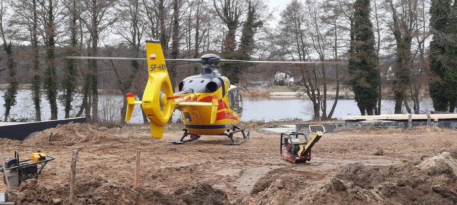Śmigłowiec Lotniczego Pogotowia Ratunkowego na miejscu wypadku
