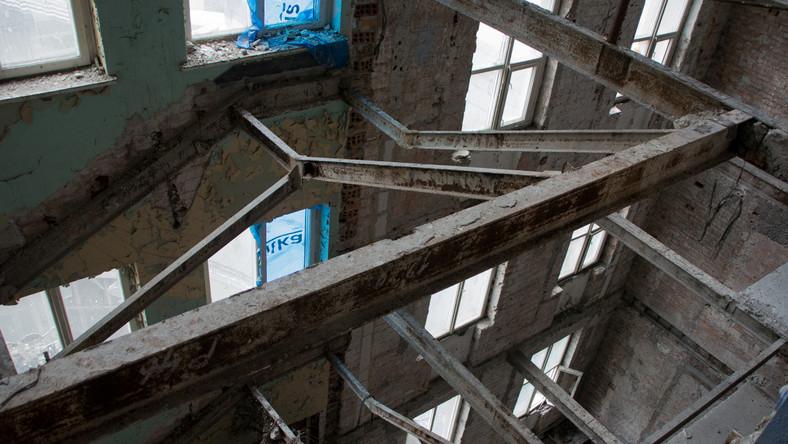 We wnętrzach wieżowca trwa generalny remont, który powinien przywrócić budynkowi przedwojenną świetność. Ma tu powstać luksusowy hotel. Trzeba dodać, hotel z interesującą historią, bo losy Prudentiala były dość burzliwe... Źródło zdjęć: szaryburek.blox.pl Fotobloger Szary Burek na Facebooku