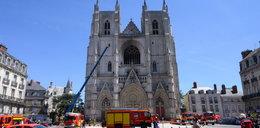 Morderstwo we Francji! Zabił księdza, który udzielił mu pomocy. Wcześniej podpalił katedrę w Nantes