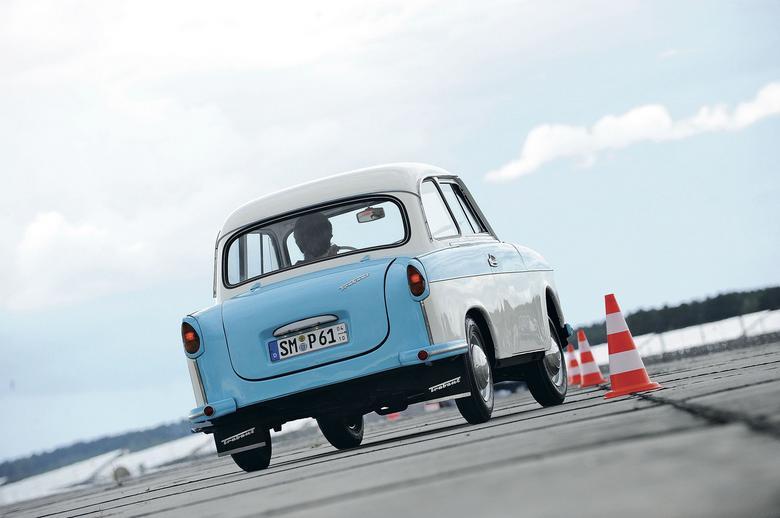 ocjalizm wygrywa. Później nie było już tak różowo, bo gdy z taśmy zjeżdżał ostatni Trabi, Mercedes modernizował model W124!