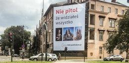W centrum Krakowa pojawiła się kontrowersyjna reklama