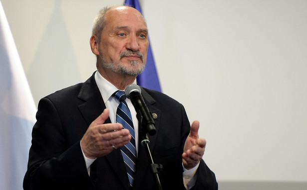 Macierewicz zauważył, że w zestawieniu możliwościami NATO to są siły niewystarczające do skutecznego zaatakowania