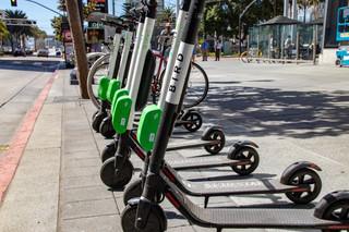 Elektryczne hulajnogi będą uregulowane. Projekt określa maksymalną prędkość i zasady poruszania się po chodniku
