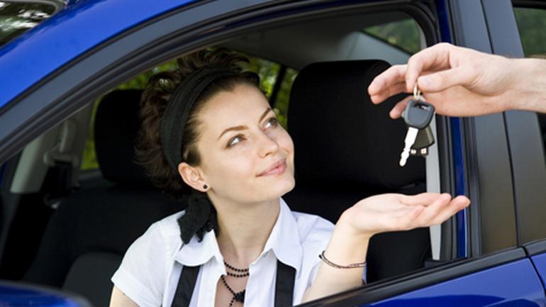 Auto jako darowizna - Jak uniknąć płacenia podatku