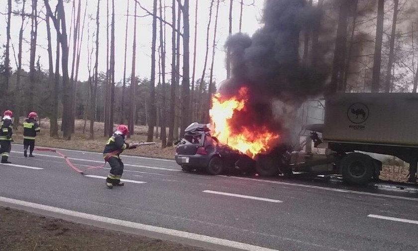 Zakleszczony kierowca spłonął żywcem