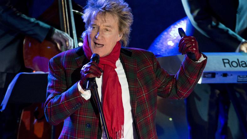 """Prezenty pod choinką, wigilijny stół i Rod Stewart w roli Świętego Mikołaja na albumie """"Merry Christmas Baby"""". Weteran rockowej sceny zasiadł przy mikrofonie, by zaintonować kilka klasyków, wpisujących się idealnie w bożonarodzeniową pocztówkę"""