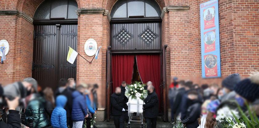 Tłumy na pogrzebie ciężarnej Patrycji zamordowanej przez Kacpra. Tak miał mieć na imię jej nienarodzony synek...