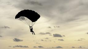 Gdzie można skakać na spadochronie?