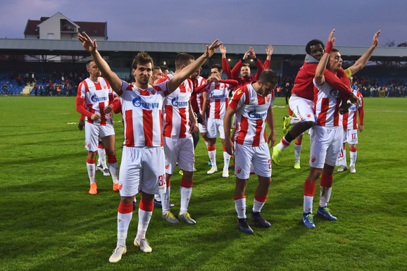Fudbaleri Crvene zvezde proslavljaju pobedu protiv Bačke