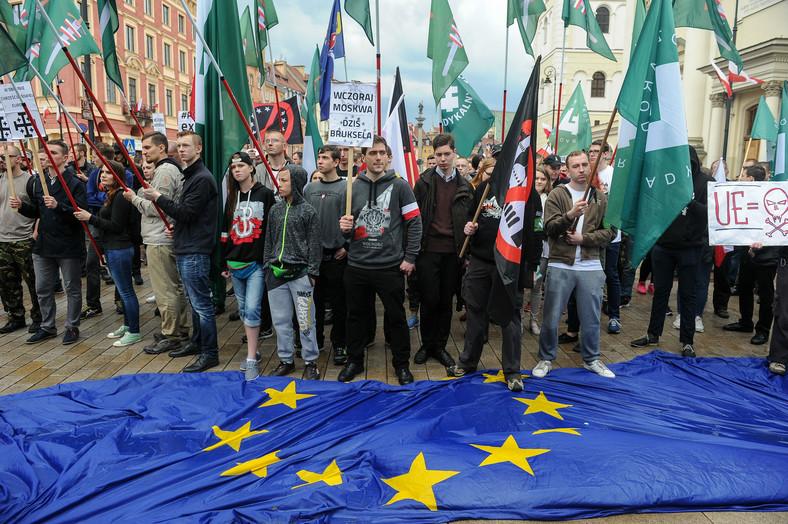 Przeciwnicy Unii demonstrują w Warszawie