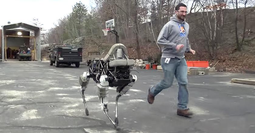 Boston Dynamics pokazał na razie krótki filmik z miniSpotem. Firma zasugerowała, że wkrótce dowiemy się więcej