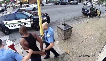 Śmierć George'a Floyda. Trzech policjantów usłyszało zarzuty nakłaniania do morderstwa