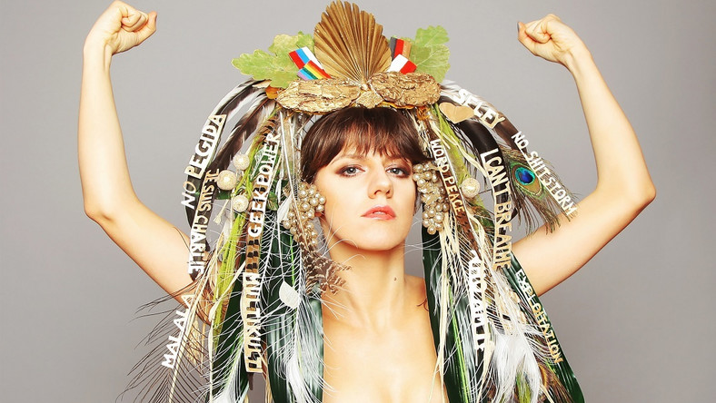"""Swoim debiutem sprzed trzech lat """"The Name Of This Girl Is"""" Olivia Anna Livki pokazała, że wśród uczestników telewizyjnych talent show zdarzają się wyjątkowi uczestnicy. Teraz artystka, która ma za sobą epizod w takim programie, wydała drugi album i podobnie jak na debiucie sama napisała teksty i muzykę."""