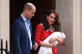 Dok su se slikali sa bebom, vodili su JAKO NEOBIČAN RAZGOVOR: Svi su se upinjali da čuju, a sad je DEŠIFROVANO