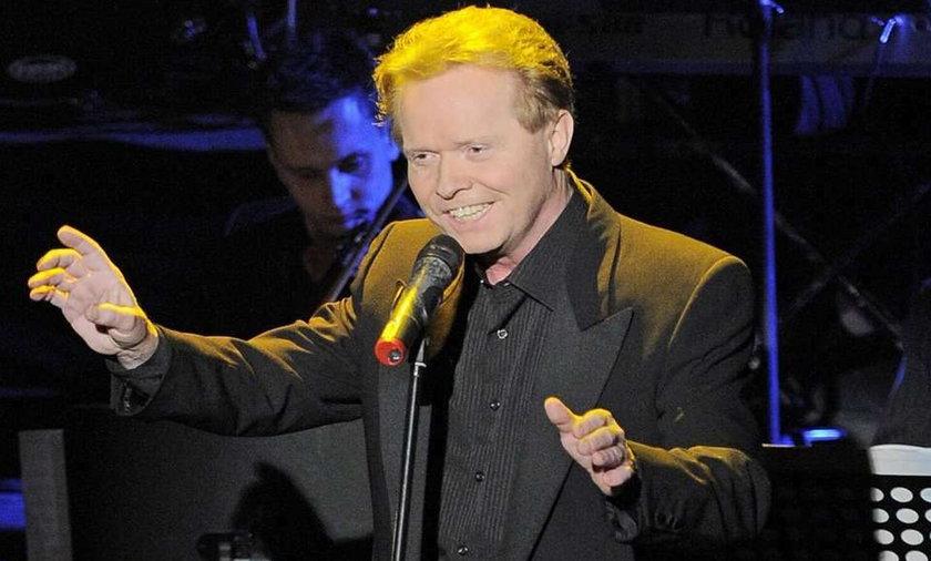 Michał Bajor to jeden z najlepszych polskich piosenkarzy. Nic więc dziwnego, że na jego koncert przychodzą tłumy. Tak samo miało być w Suwałkach