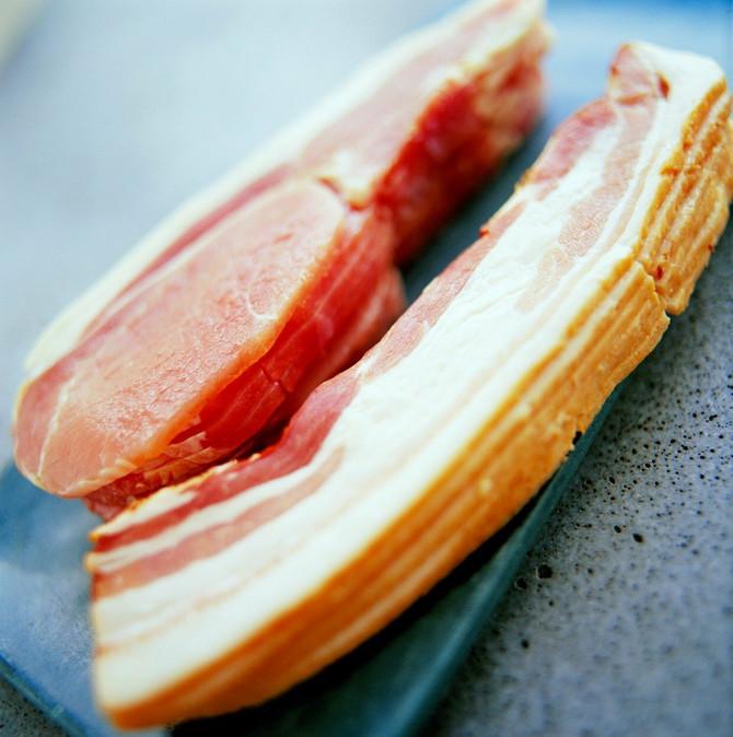 Nema prave srpske trpeze bez slanine na istoj