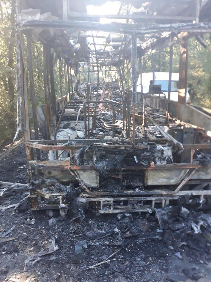izgoreo autobus, Avalski put