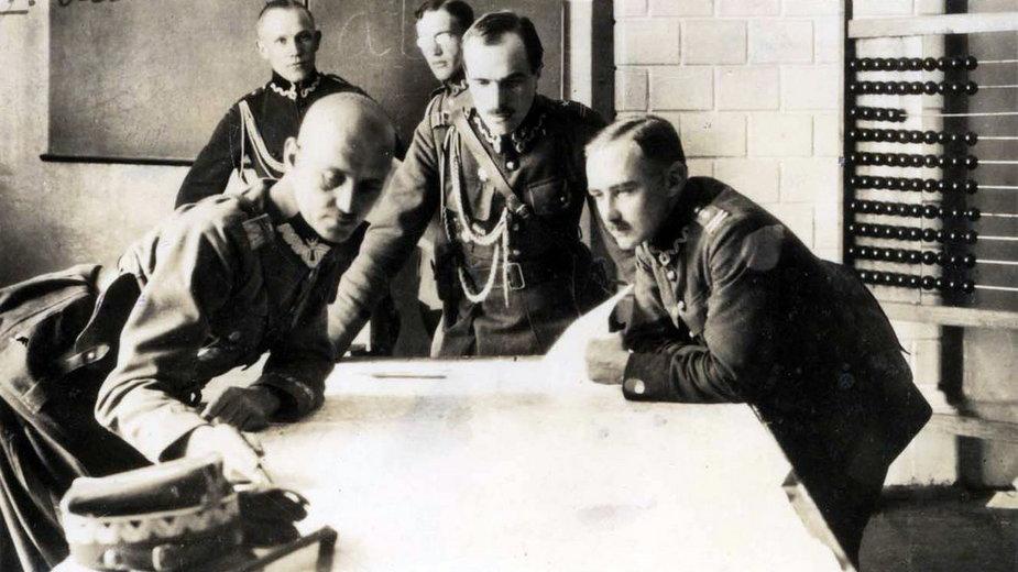 Generał Władysław Sikorski ze sztabem w czasie bitwy warszawskiej