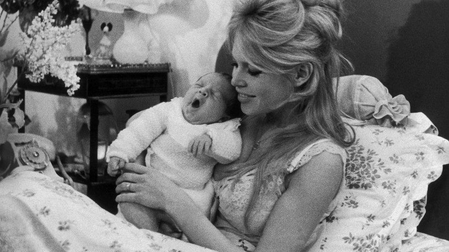 Brigitte Bardot i jej jedyny syn Nicolas, 1960 rok